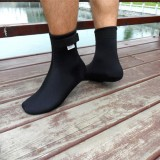 1 pair of neoprene diving socks